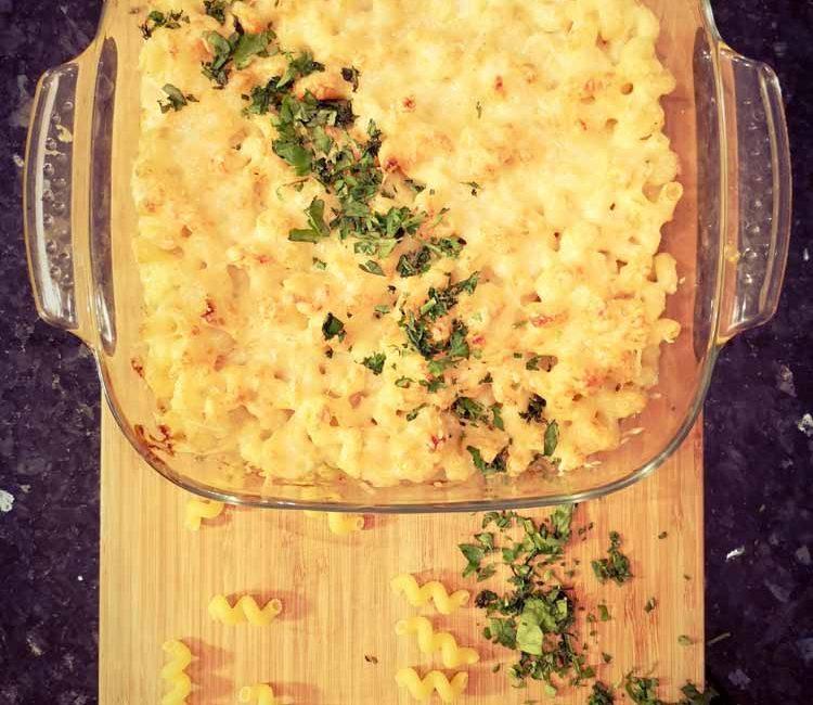 gratin de pâtes dans un plat allant au four
