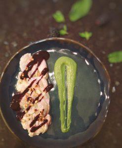 recette ceviche de bar sur une assiette bleue