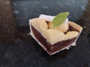 petite part de tarte à la crème avec meringue